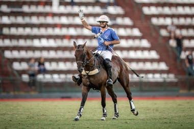 Facundo Sola celebra su segunda gran victoria en el Argentino Abierto; en 2018, jugando por Monjitas, había eliminado a Ellerstina para pasar a la final, junto a Guillermo Caset, hoy todavía compañero, pero en Murus Sanctus.