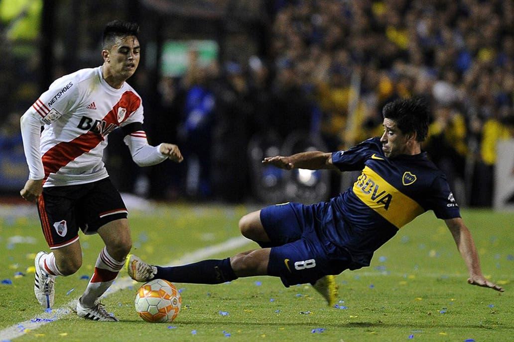 Pity Martínez ante Pablo Pérez, un duelo que se repetirá en la Supercopa; son dos de los sobrevivientes de aquella noche