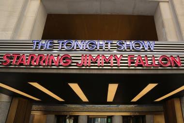 La marquesina de Rockefeller Center que anuncia el show de Jimmy Fallon