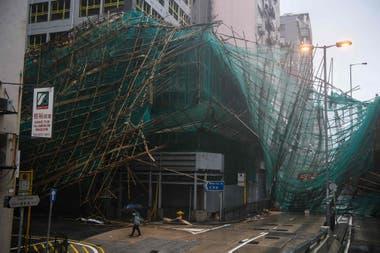 Los andamios de bambú en Hong Kong fueron fácilmente destruidos por Mangkhut