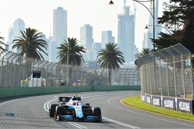 Robert Kubica girando en Albert Park: volvió a la Fórmula 1 tras 8 años