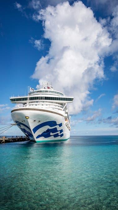 El gran Caribbean Princess, con capacidad para más de 3000 pasajeros, ofrece casino, teatro, piscinas y más atractivos