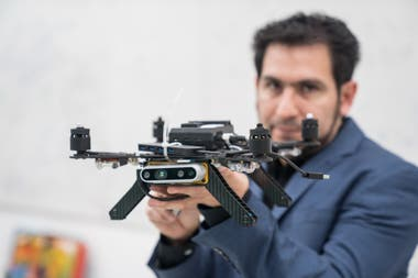 Leo Campos desarrolla algoritmos para evitar colisiones entre drones