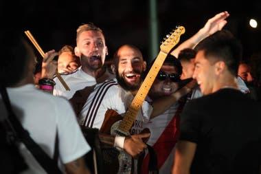 """Música y fiesta: aquí, con Pinola y Armani como parte de la """"banda"""""""