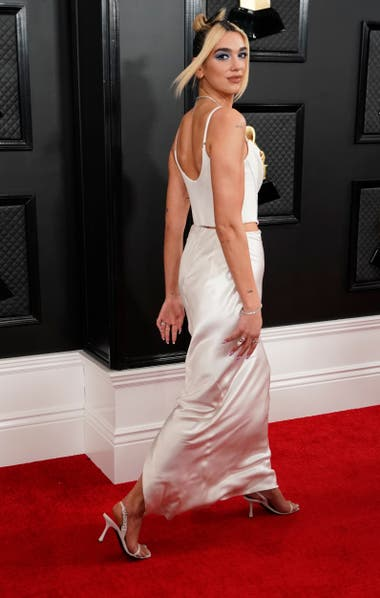 Dua Lipa con vestido Vivienne Westwood