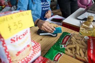 El Plan Argentina Contra el Hambre contempla la entrega de más de 1.000.000 tarjetas alimentarias, con montos de $4000 o $6000 para comprar alimentos.