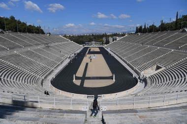Un estadio vacío para un acto muy simbólico de los Juegos Olímpicos: así empezó el viaje de la antorcha en Grecia. Volverá a su lugar antes de tiempo