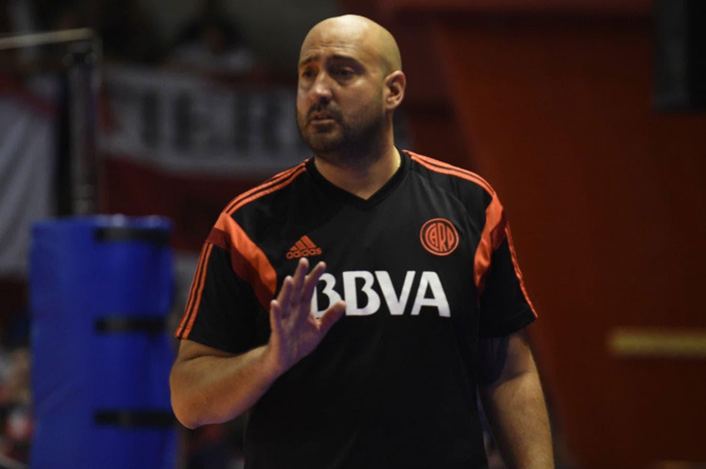 Martín Castro, DT de voleibol femenino de River, fue procesado por abuso sexual agravado y dejó el club