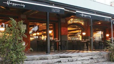 La bruschetta de entrada de Happening Costanera es una gran variante con gravlax de salmón