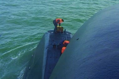The submarine's crew in 2000 is not mentioned in the document
